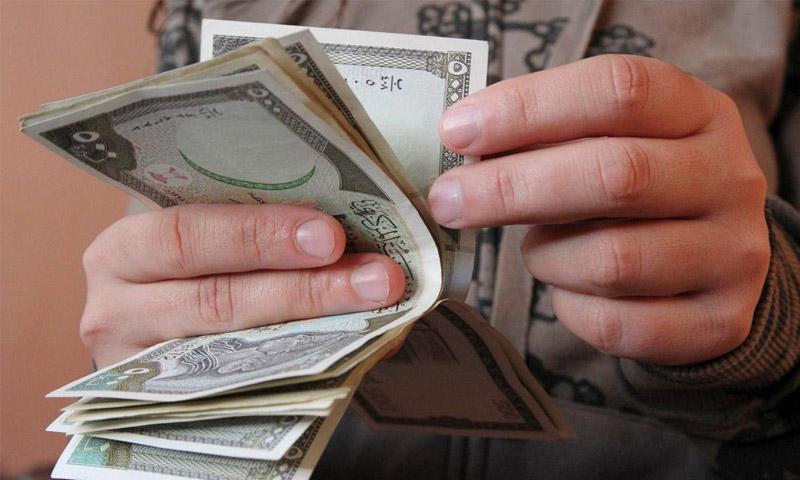 تحسن طفيف لليرة السورية أمام الدولار