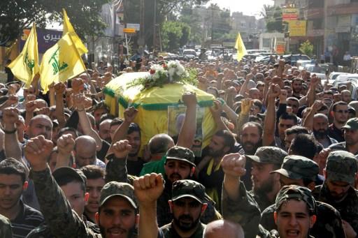 تشييع القيادي في حزب الله، خليل علي السيد حسن، قتل في ريف حلب الجنوبي (AFP).