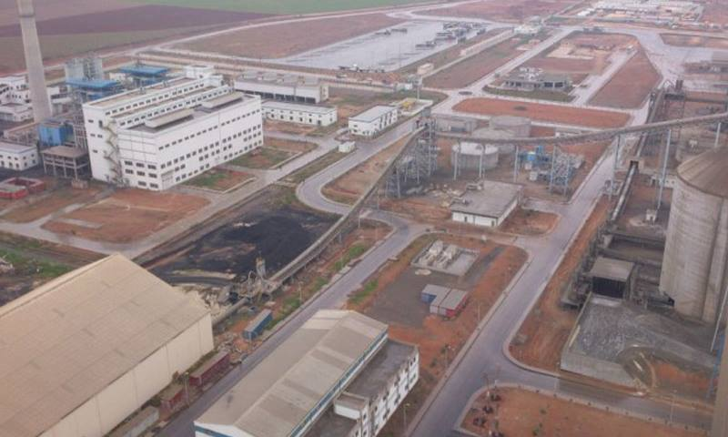 مصنع لافارج الإسمنتي قرب مدينة عين العرب (إنترنت)