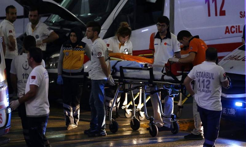 مطار أتاتورك في اسطنبول عقب تفجيرات استهدفته مساء الثلاثاء 28 حزيران (إنترنت)