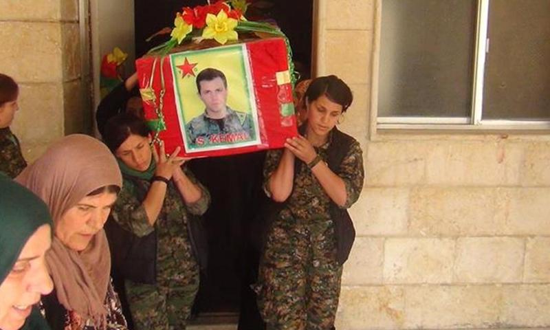 من جنازة الجندي البريطاني - آذار 2015 (وكالة هاوار الكردية)