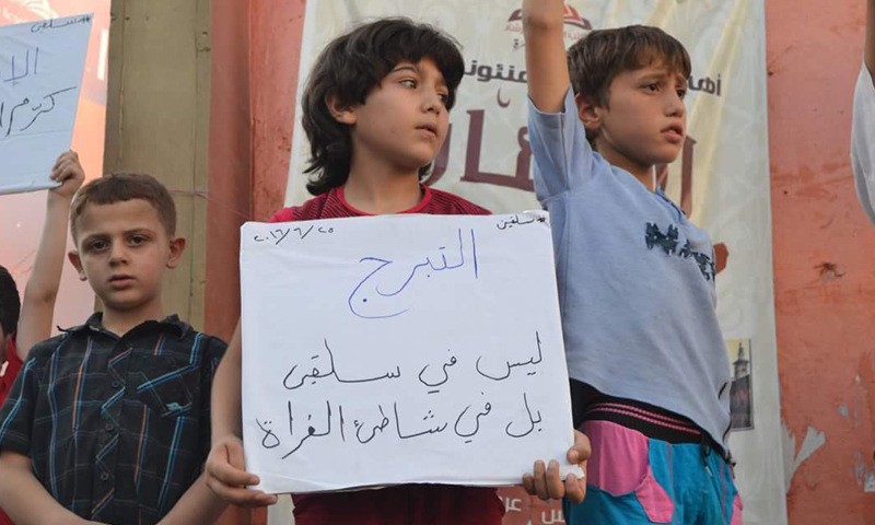 """مظاهرة ضد """"جبهة النصرة"""" في مدينة سلقين- السبت 25 حزيران (فيس بوك)"""