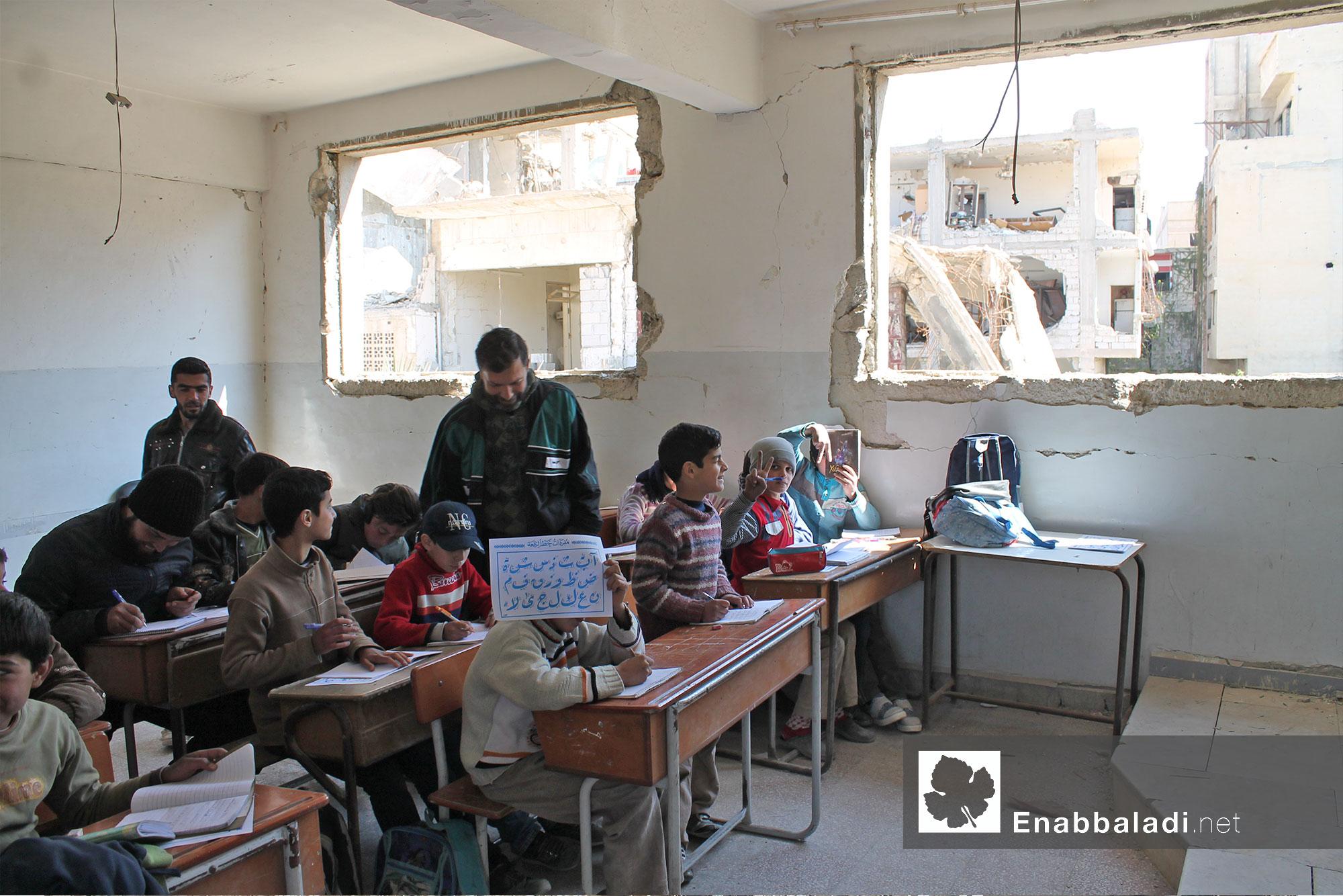 أطفال في مدرسة ابتدائية في داريا - 30 آذار 2016 - (عنب بلدي)