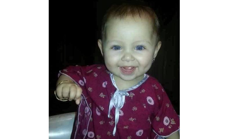 الطفلة نوال محمد توفت جراء القصف الذي استهدف بلدة القورية في دير الزور- السبت 25 حزيران (فيس بوك)