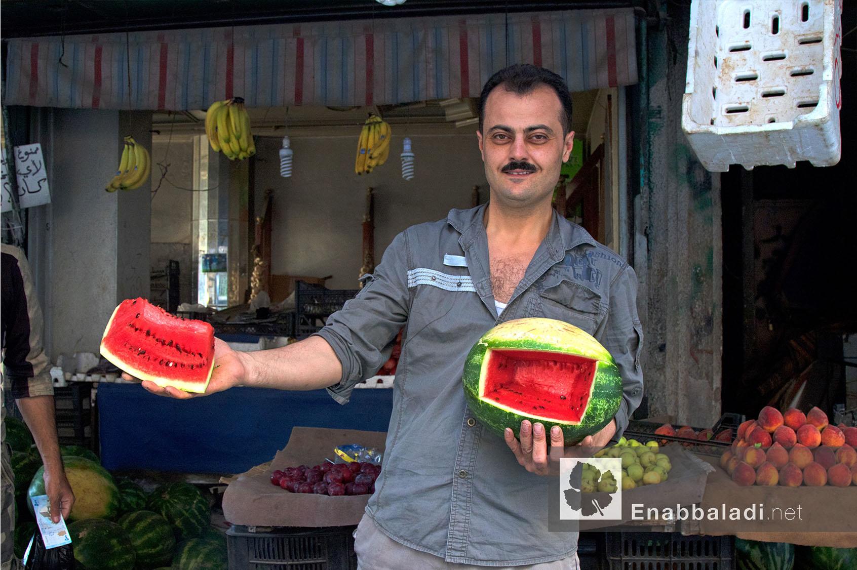 بائع بطيخ في أحد أحياء مدينة حلب في رمضان - 13 حزيران 2016 - (عنب بلدي)