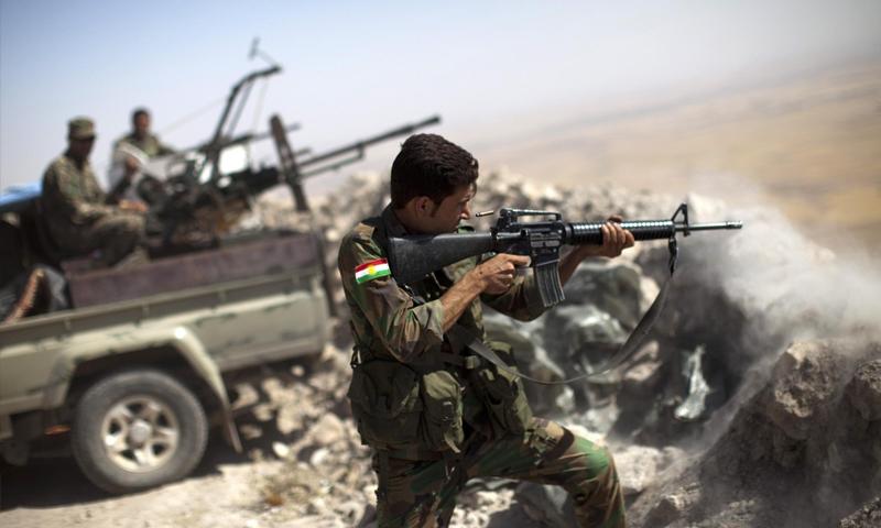 """قوات """"سوريا الديمقراطية"""" قرب مدينة عين عيسى شمال الرقة (AFP)"""
