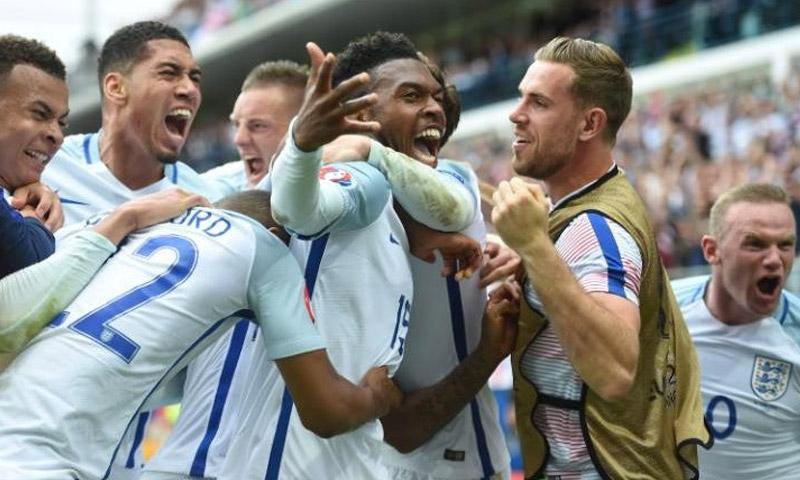 فرحة الفوز مع اللاعب البريطاني دانيال ستوريج (AFP)