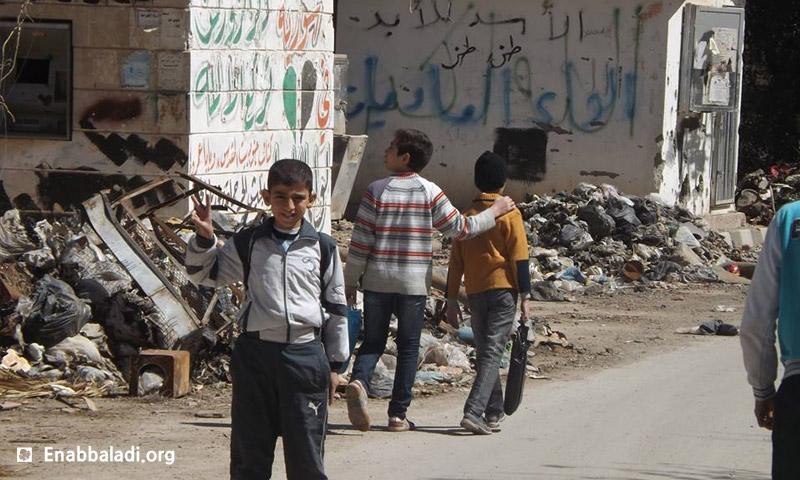 أطفال جانب حديقة المشتل في دير الزور 2013 (عنب بلدي)