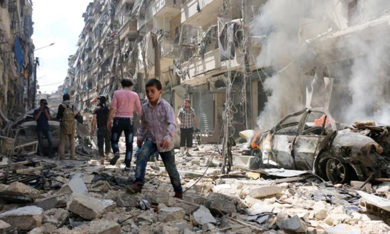 آثار القصف على أحد أحياء حلب - 6 حزيران 2016 (رويترز)