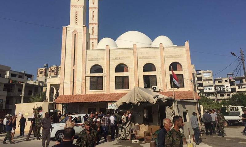 مكان الانفجار في حي الدعتور بمدينة اللاذقية، الخميس 2 حزيران (فيس بوك).
