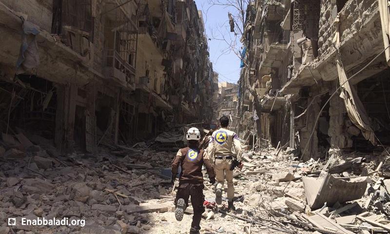 الدمار الذي خلفته غارات الطيران الحربي في حي كرم الجبل في مدينة حلب، الأحد 5 أيار (عنب بلدي).
