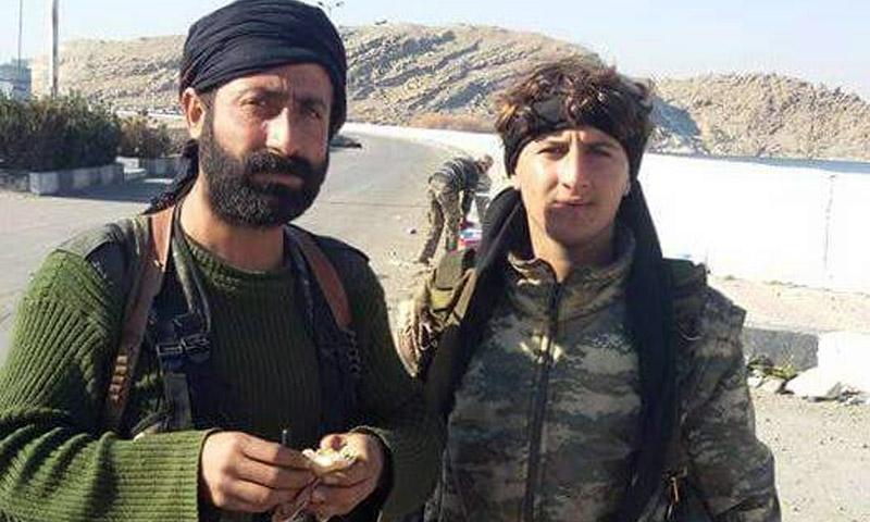 """القيادي في قوات """"سوريا الديمقراطية""""، فيصل أبو ليلى. (يسار)"""