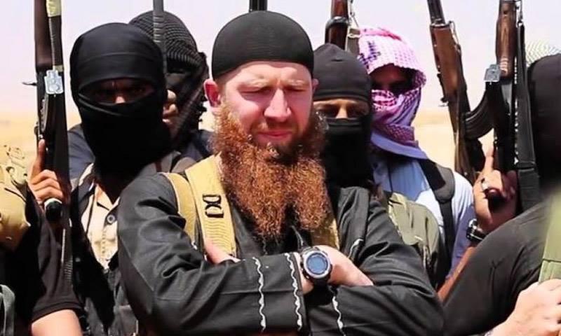 """أبو عمر الشيشاني، القائد العسكري العام لتنظيم """"الدولة"""" (إنترنت)"""