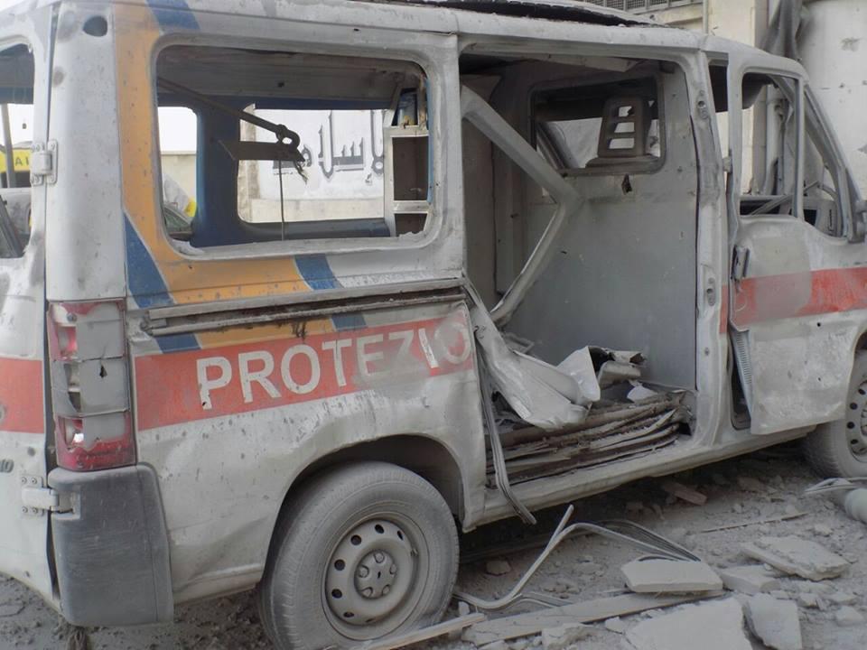 سيارة إسعاف مدمة إثر قصف مبنى الطبابة - الأربعاء 21 تموز (الطبابة الشرعية)