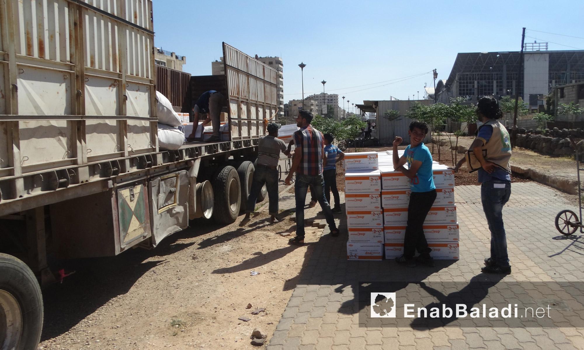 قافلة المساعدات داخل حي الوعر في حمص - الخميس 14 تموز (عنب بلدي)