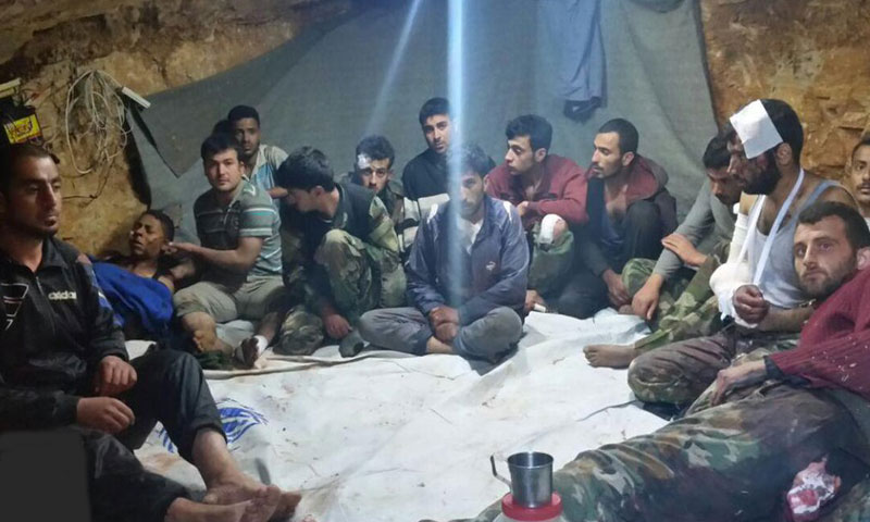 """أسرى من قوات الأسد و""""حزب الله"""" اللبناني في القلمون الغربي (جبهة النصرة)"""
