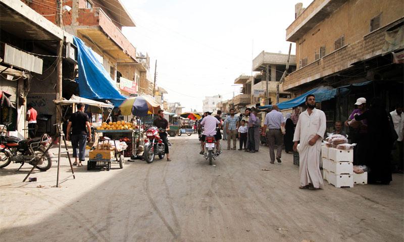 سوق مدينة الأتارب في ريف حلب الغربي - حزيران 2016 (أرشيف عنب بلدي).
