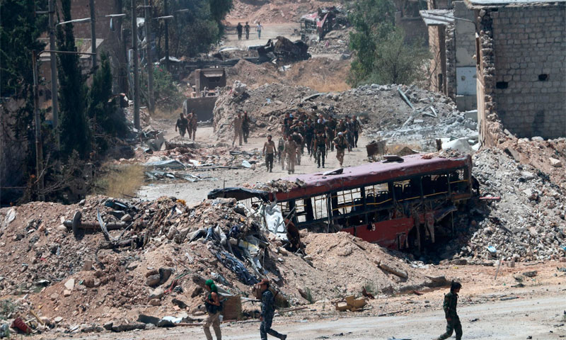 قوات الأسد في حي بني زيد في مدينة حلب الثلاثاء 28 تموز AFP