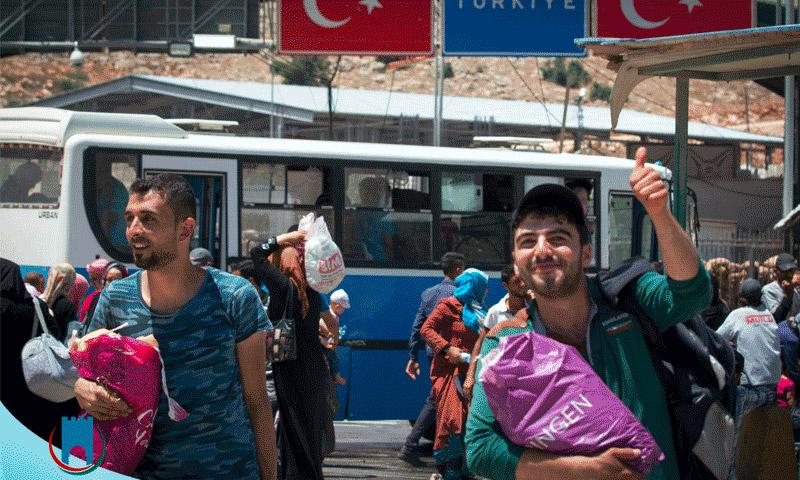 سوريون يدخلون إلى سوريا من معبر باب الهوى خلال عطلة عيد الفطر (إدارة المعبر)