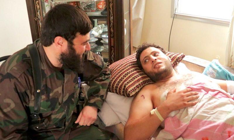 """قائد """"جيش الإسلام"""" عصام بويضاني إلى جانب الناشط أنس الخولي - الجمعة 22 تموز (ناشطون)"""