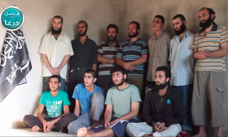 """تعبيرية: أسرى قوات الأسد لدى """"النصرة"""" في درعا- 2014 (يوتيوب)"""