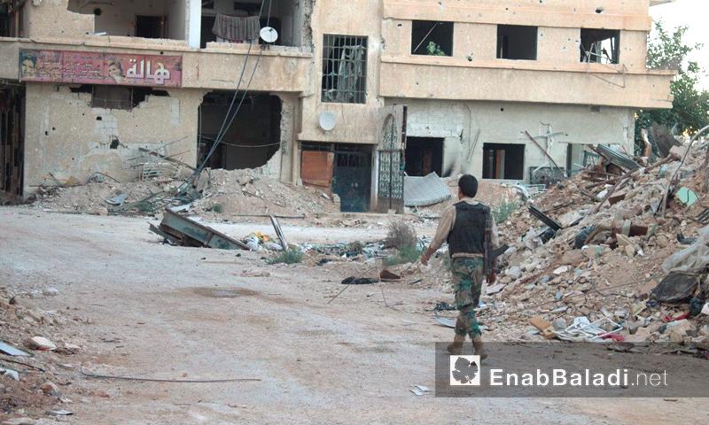 مقاتل في مدينة داريا - 22 تموز (أرشيف عنب بلدي)