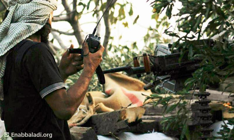 مقاتل من الجيش الحر في ريف حماة ( عنب بلدي)