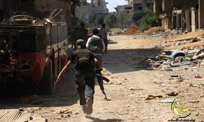 مقاتلون في الجيش الحر على الجبهة الغربية لداريا 22 حزيران 2016 (لواء شهداء الإسلام)