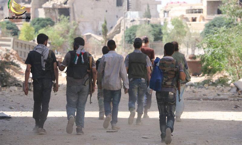 مقاتلون في الجيش السوري الحر في مدينة داريا أيار 2016 (لواء شهداء الإسلام)