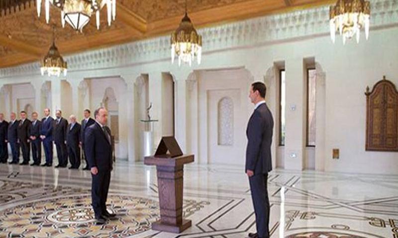 رئيس الحكومة عمادخميس يؤدي اليمين الدستورية أمام الأسد في قصر الشعب (سانا)