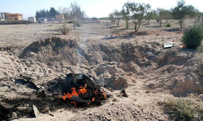 حطام الطائرة الحربية التي أسقطت في القلمون الشرقي - الجمعة 1 تموز (ناشطون)