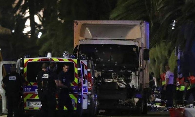 الشاحنة التي دهست مدنيين في مدينة نيس الفرنسية (وكالات)