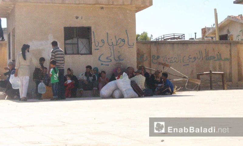 نازحو قريتي قزحل وأم القصف في بلدة الدار الكبيرة بريف حمص الشمالي - تموز 2016 (عنب بلدي)
