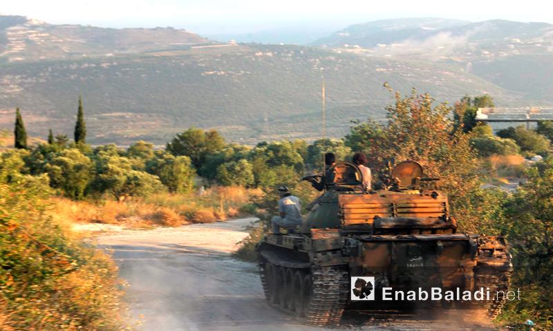 مقاتلو المعارضة في طريقهم لاستهداف مواقع قوات الأسد على جبهة جبل شلف بريف اللاذقية - الأربعاء 13 تموز (عنب بلدي)