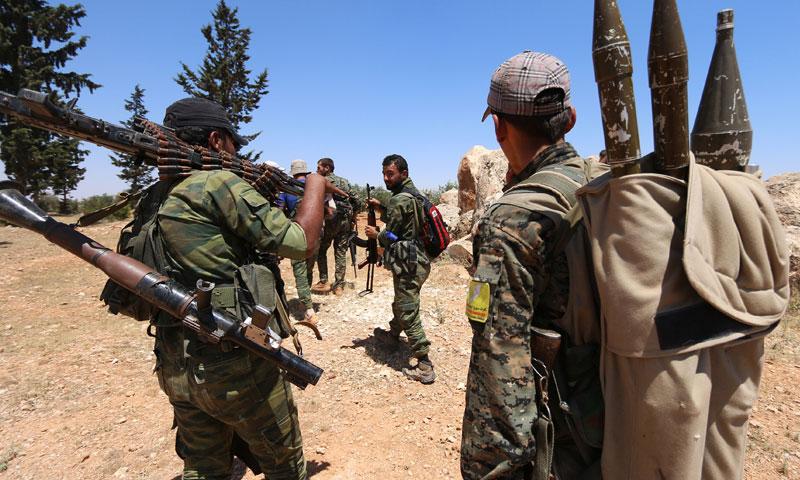 """جنود من قوات """"سوريا الديمقراطية"""" في محيط منبج- 13 حزيران (رويترز)"""