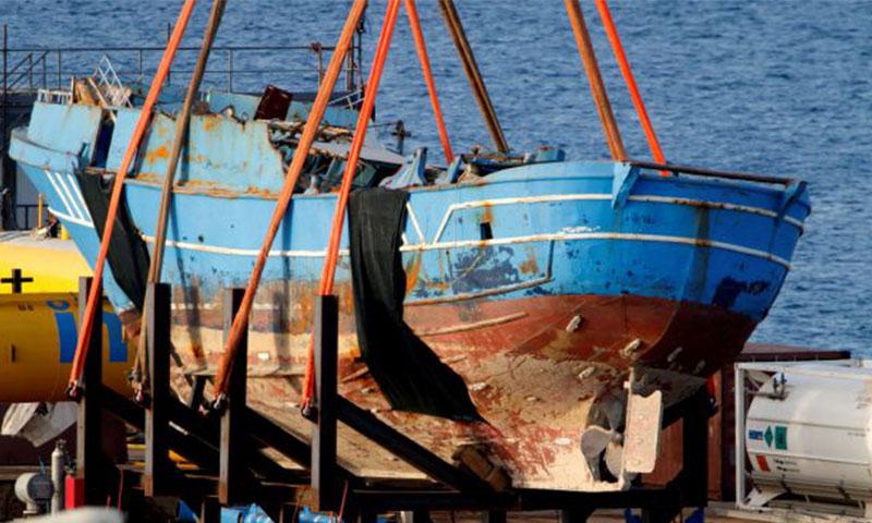 سفينة صيد انتشلت من المتوسط (أ ف ب)