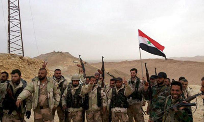 جنود النظام السوري قرب تدمر (إنترنت)