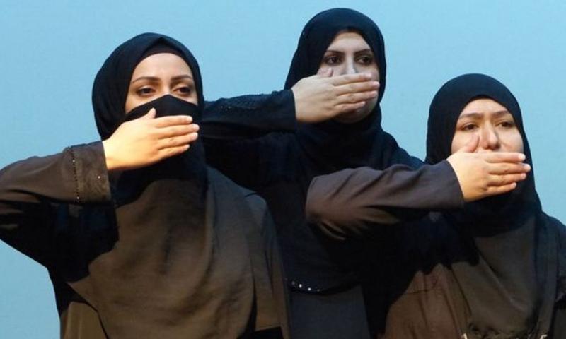 """من عروض مسرحية """"ملكات سوريا"""" في لندن - تموز 2016 (BBC)"""