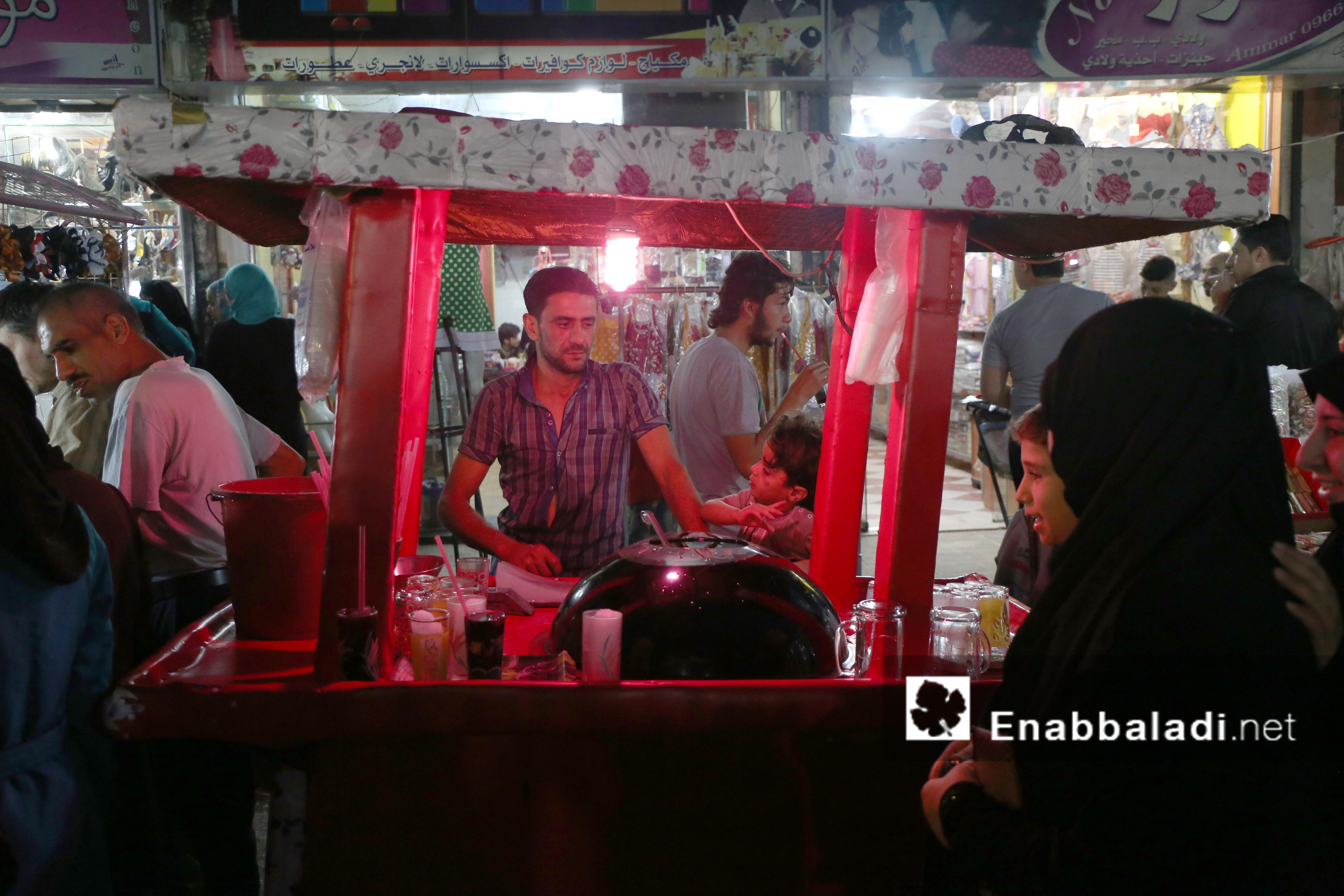 عربة للمشروبات الرمضانية في أحد أسواق حلب - 4 تموز 2016 (عنب بلدي)