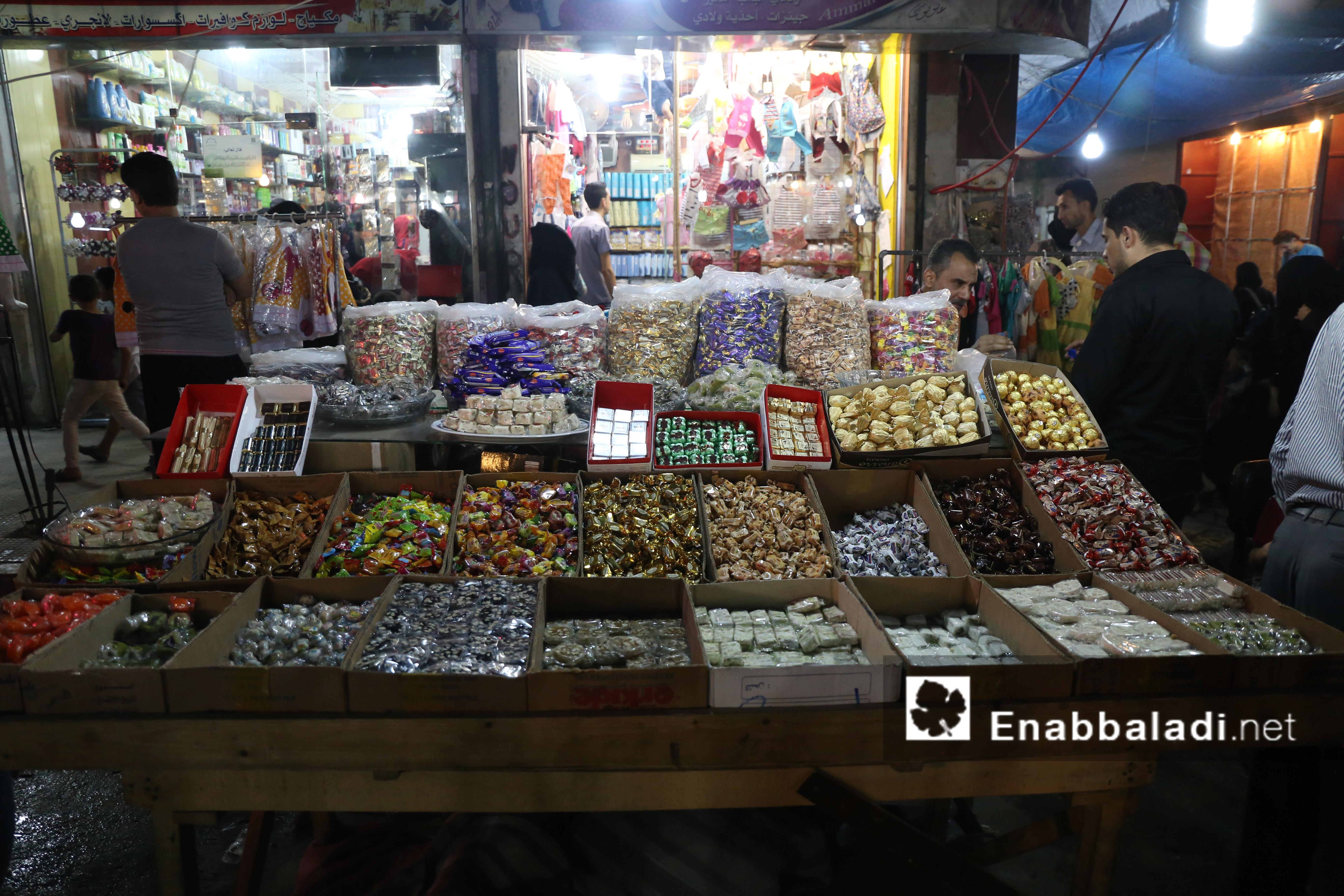 متجر لبيع الحلويات والمكسرات لعيد الفطر - 4 تموز 2016 (عنب بلدي)