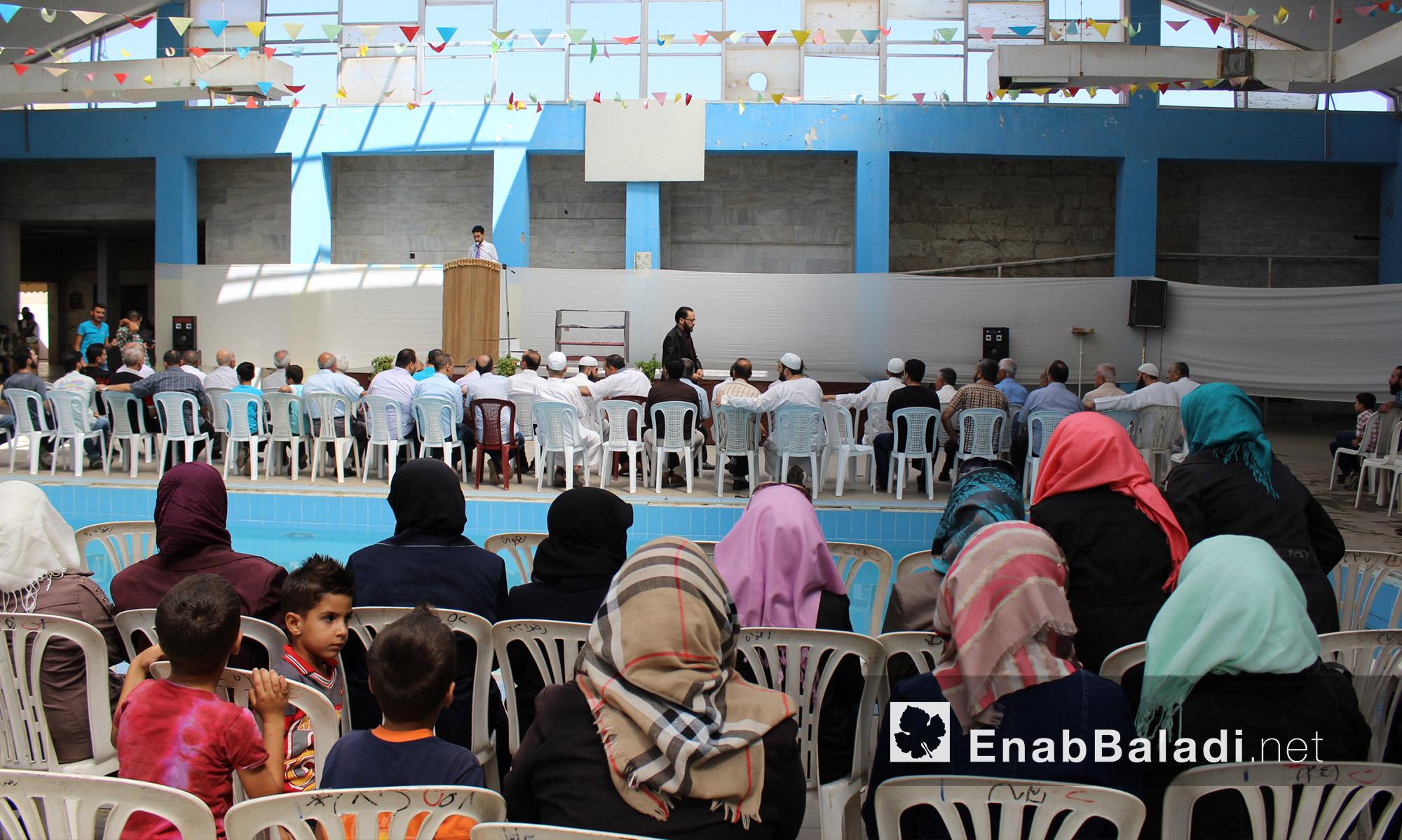 """طلاب مجموعة """"علمني"""" التعليمية في حي الوعر المحاصر بحمص - الاثنين 25 تموز (عنب بلدي)"""