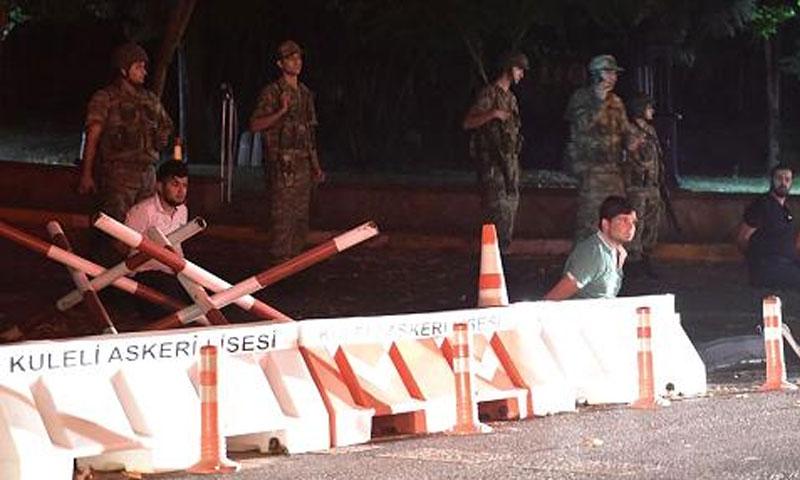 الجيش التركي في اسطنبول - الجمعة 15 تموز (إنترنت)