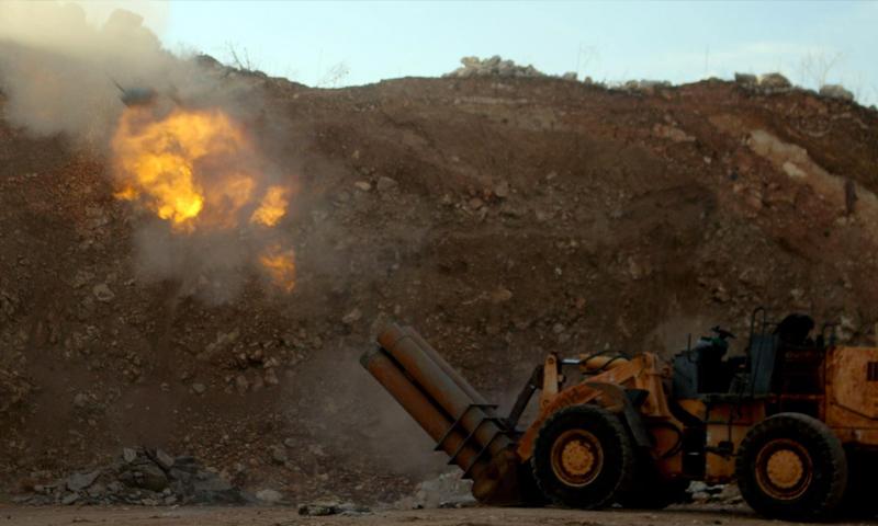 مدفعية محلية الصنع لقوات المعارضة شمال حلب - كانون الأول 2015 (AFP)