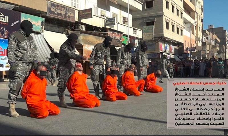 صورة المدنيين الخمسة قبل الإعدام 10 تموز ( المكتب الاعلامي لولاية الرقة)