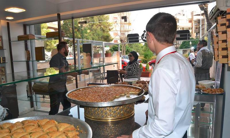 محل حلويات في الميدان بدمشق (فيس بوك)