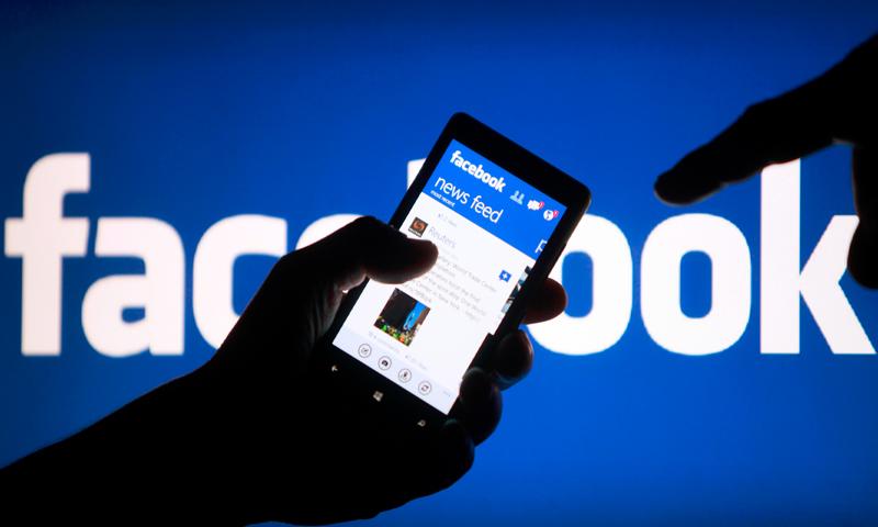 أكبر موقع للتواصل الاجتماعي فيس بوك(انترنت)