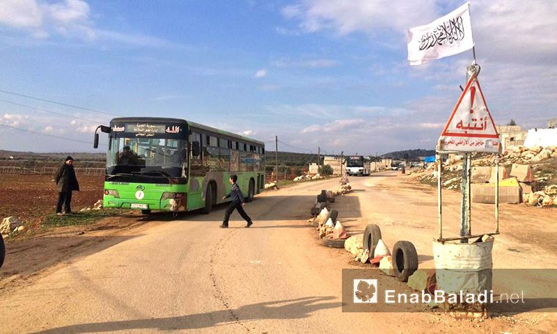 نازحو شمال حلب في دارة عزة يتجهون نحو حلب وإدلب – الأربعاء 10 شباط 2016 (أرشيف عنب بلدي).
