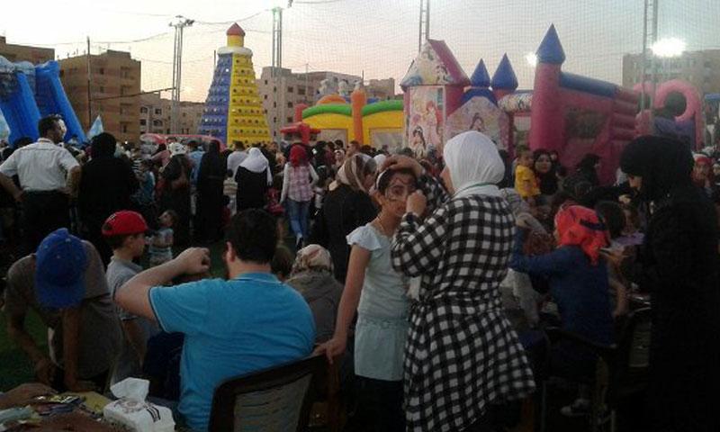احتفالية جمعة ستة آلاف سوري ومصري في مدينة 6 أكتوبر في القاهرة- الأحد 10 تموز (الوفد)