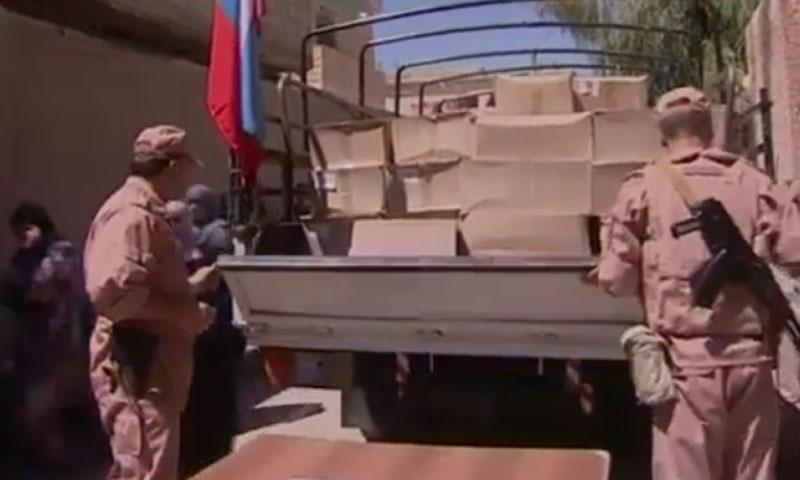 توزيع مساعدات روسية في بلدة نجها بريف دمشق- الأربعاء 27 تموز (سما)