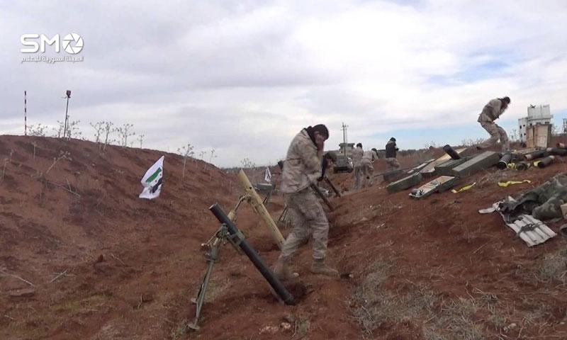 """أرشيفية- قصف هاون ينفذه """"الجيش الحر"""" على مواقع النظام في مدينة إزرع في درعا (الهيئة السورية للإعلام)"""
